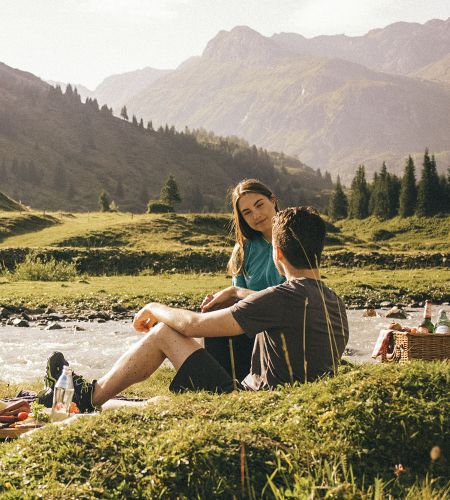 Picnic in the mountains with some traditional Austrian snacks © SalzburgerLand Tourismus